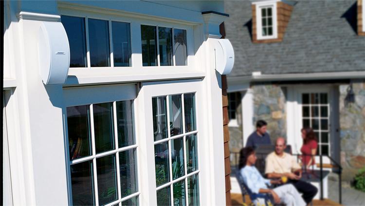 Ecouter votre musique dans votre jardin grâce au enceintes d'extérieur 151 SE ControlSound
