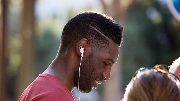 Présentation QC 25  — Écouteurs à réduction de bruit Bose ® QuietComfort ® 20