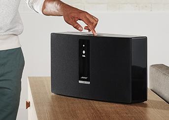 Appuyer sur les touches sur le dessus de votre système audio sans fil SoundToouch 30 série 3 Control Sound